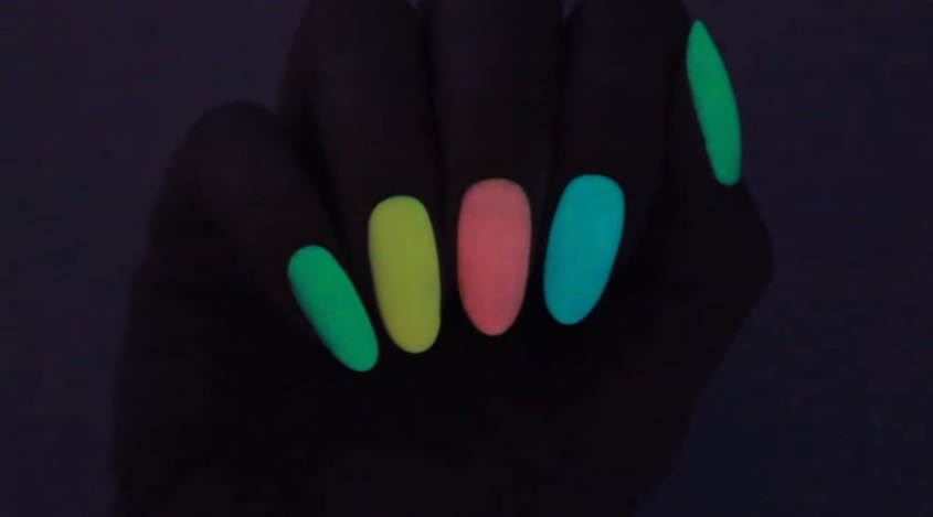 How To Make DIY Glow In The Dark Nail Polish - Victoria\'s Glamour