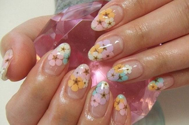 7 Flower Nail Art Designs For Your Inspiration Victorias Glamour