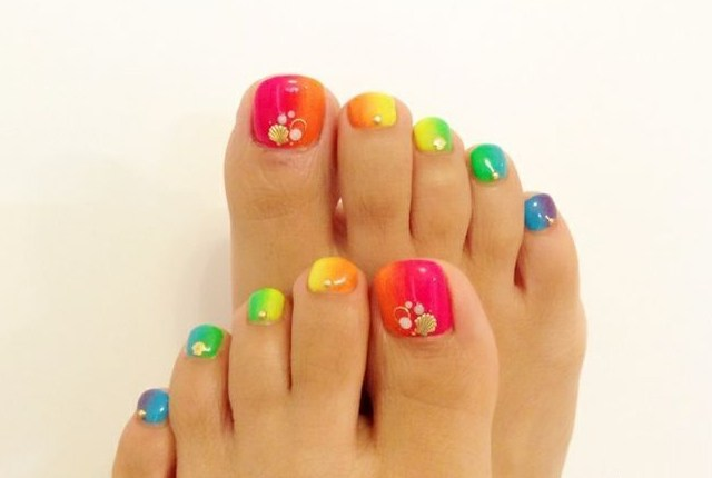 blend the ombre shades and add nail art gems to get this stylish and embellished look on your toes go ethnic girl - Toe Nail Designs Ideas