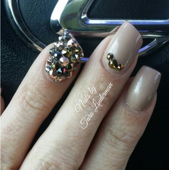 These 12 Lipstick Nail Shaped Designs Are Gorgeous - Victoria\'s Glamour