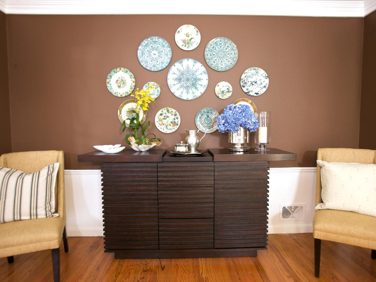 Plates Wall Decor Plate Wall Decor Is Cheap Easy And Can Be Incorporated In Any