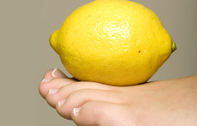 13 Home Remedies To Get Rid Of Yellow Toenails - Victoria\'s Glamour