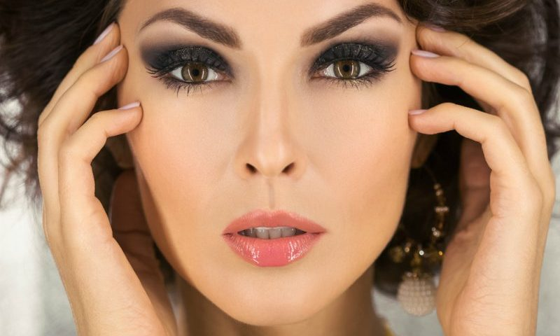 7 Eye Makeup Tips For Big Eyes To Look Smaller Victorias Glamour